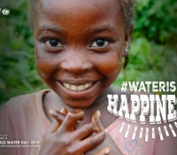 Water is happiness Agua es felicidad